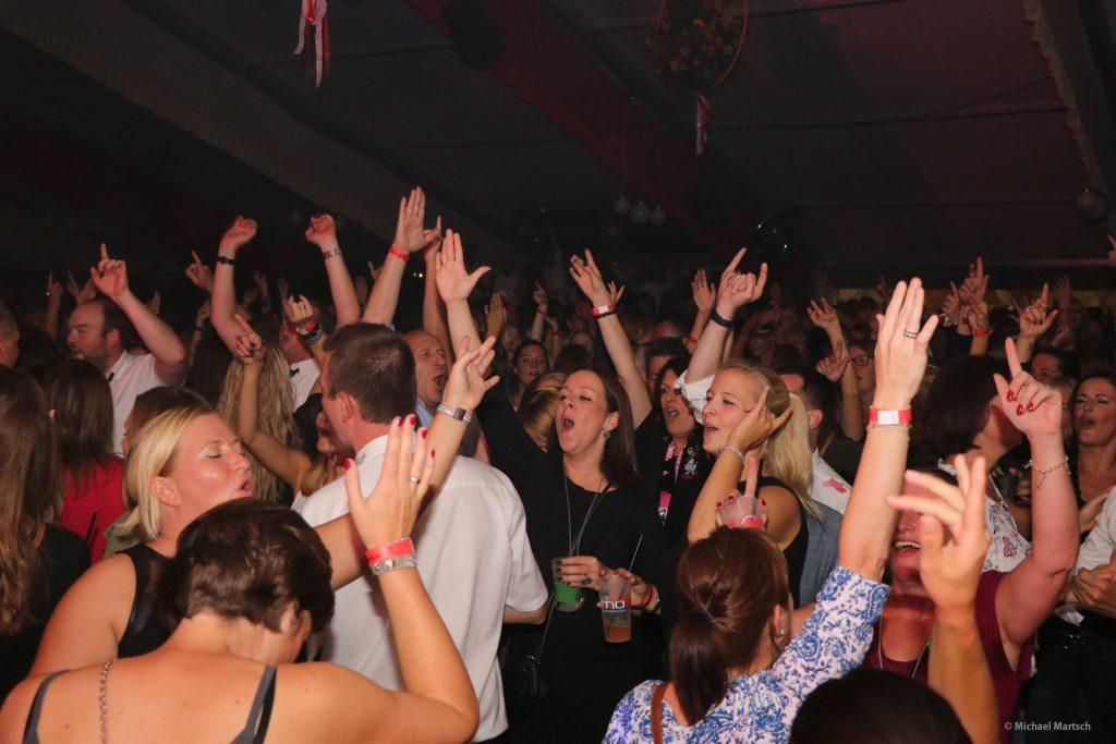 Tanzende Menge
